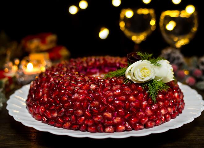 Салаты на Новый год 2019: готовим «Гранатовый браслет» по новому рецепту