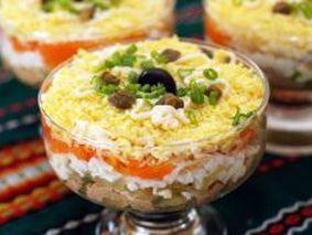Салат с печенью, морковью, луком и огурцом