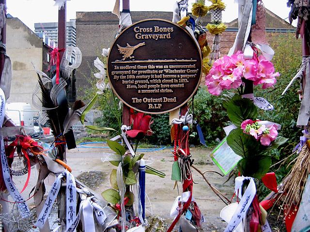 Кладовище схрещених кісток, Лондон