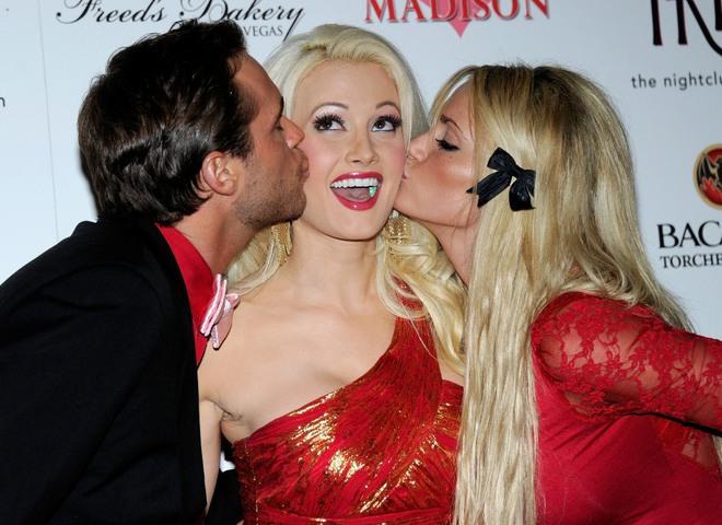 Американские телеведущие Джош, Холли и Ангел на День Святого Валентина