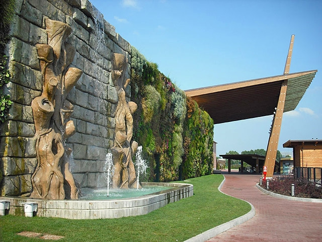 Дивовижні висячі сади. Семіраміда позаздрила б: сад в торговому центрі Fiordaliso, Італія