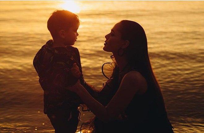 Юлия Санина с сыном Данилом