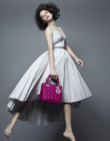 рекламная кампания сумок от Dior