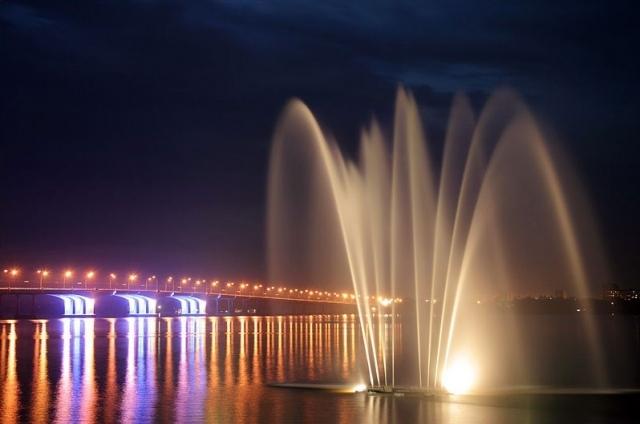 """Дніпропетровськ. Світломузичний фонтан """"Білий лебідь"""""""