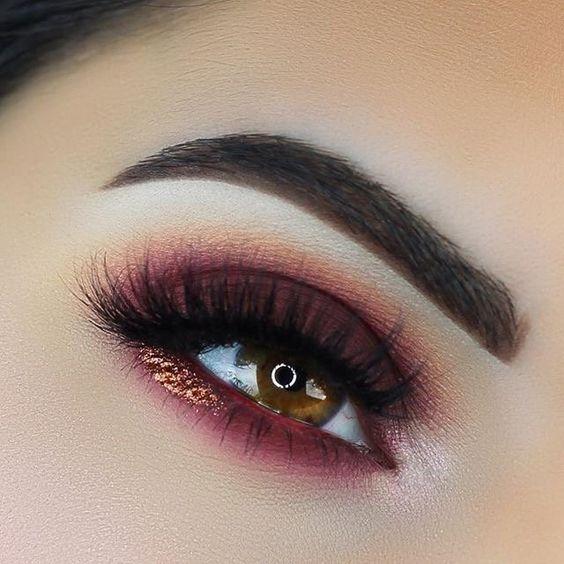 Красные тени в макияже глаз