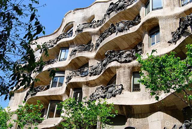 Достопримечательности Испании: Сasa mila la pedrera, Барселона