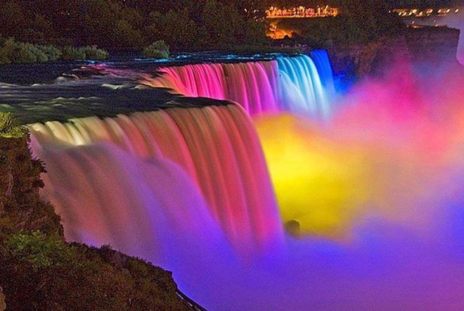 Невероятное зрелище. Ниагарский водопад ночью