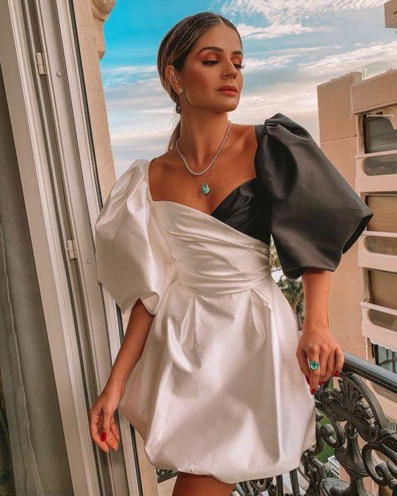 Мини-платья с необычными рукавами на выпускной