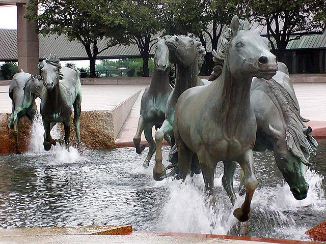 Найнезвичайніші фонтани: Фонтан Мустанги, Ірвінг