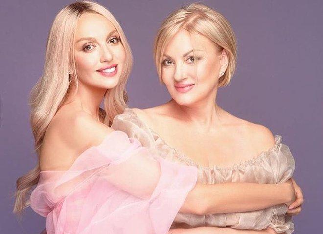 Оля Полякова з мамою Світланою