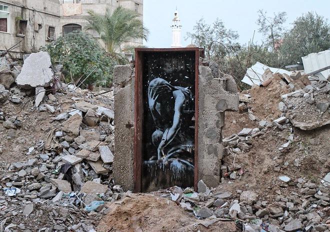 Стрит-арт со смыслом от Бэнкси: новые работы в секторе Газа