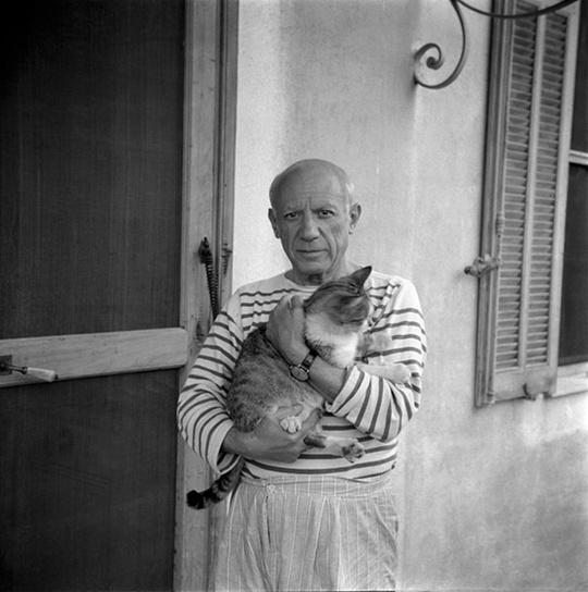 20 старых снимков знаменитостей с их питомцами