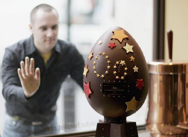 В Лондоне представили пасхальное яйцо с золотом