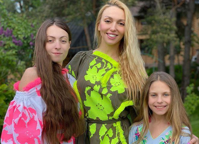 Оля Полякова з доньками Марією та Алісою