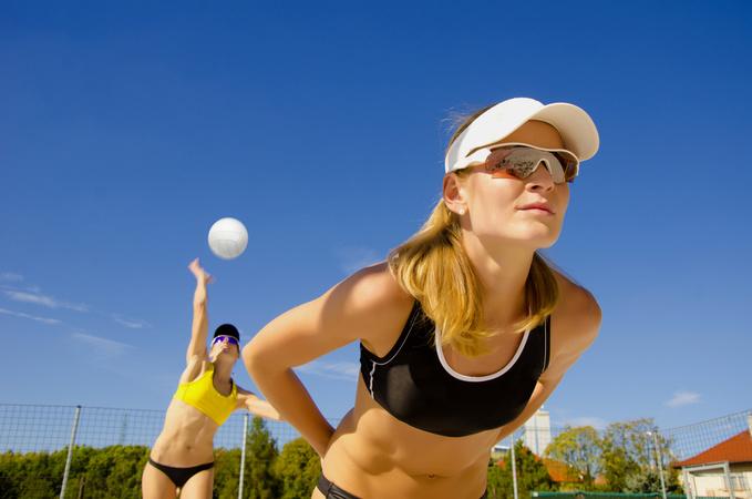 спорт летом, пляжный волейбол, фитнес, девушка, спортсменка