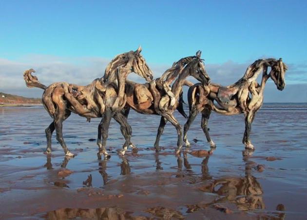 Нереальные лошади из обычных коряг