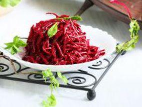 Балканский салат из свежей свеклы