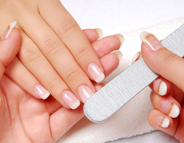 Не экономь на косметике по уходу за ногтями