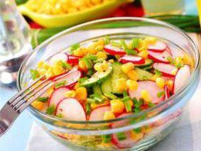 Салат с редисом, картофелем и огурцом