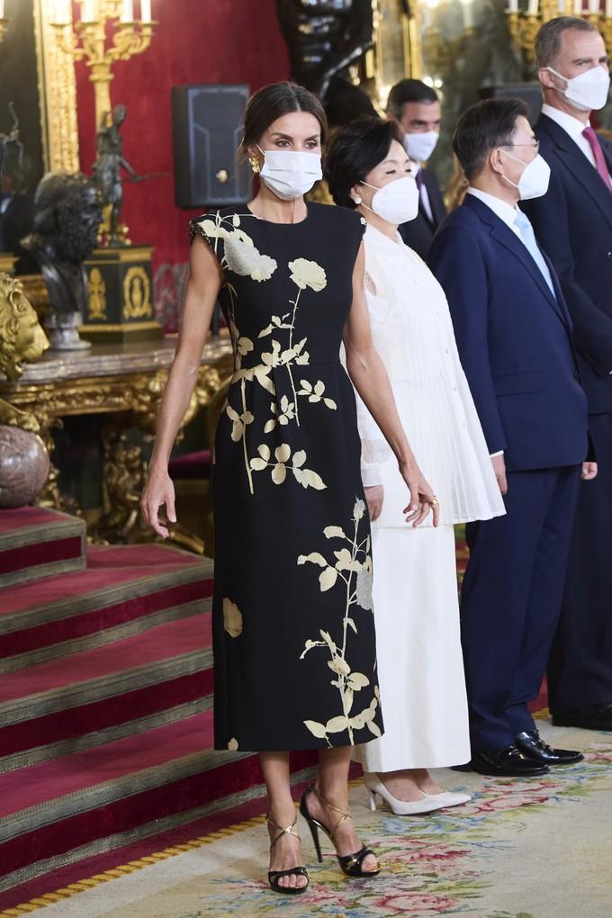 Королева Летиція в сукні бельгійського бренду Dries van Noten