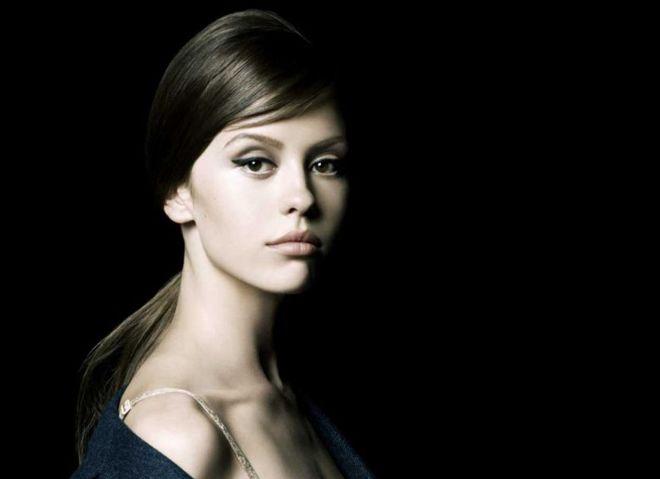 Міа Васиковська і Міа Гот знялися для Prada La Femme
