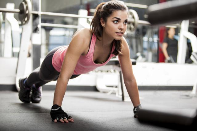 Базова програма тренувань для дівчат в тренажерному залі