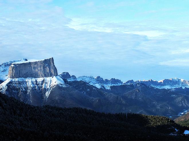 Гора Мон Егій, Шішільян, Франція