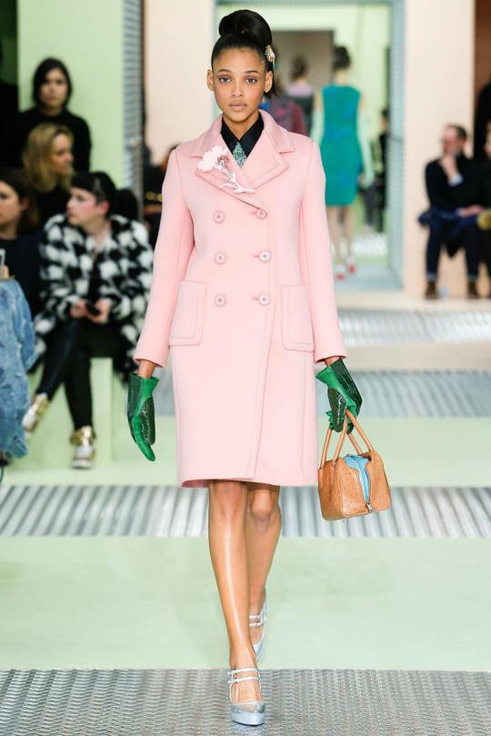 Пальто и шубы в цветах Pantone: коллекции