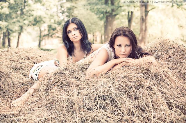 Простые сельские девушки