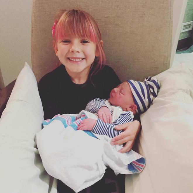 Пинк показала новое фото новорожденного ребенка (фото)
