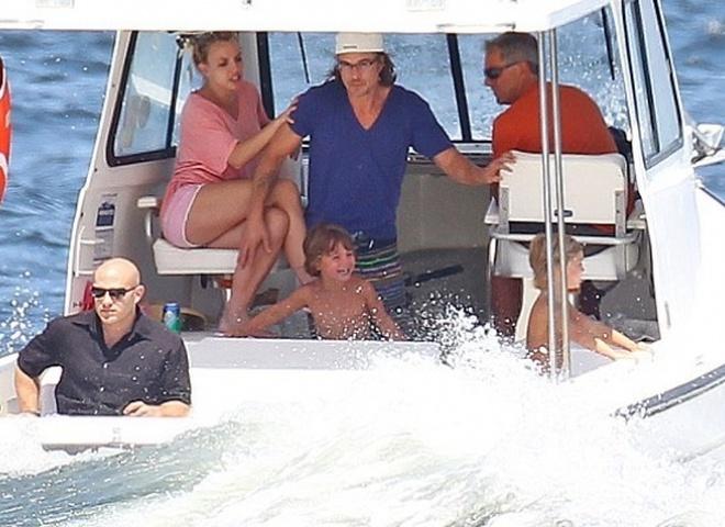 Бритни Спирс чуть не утопила свои детей