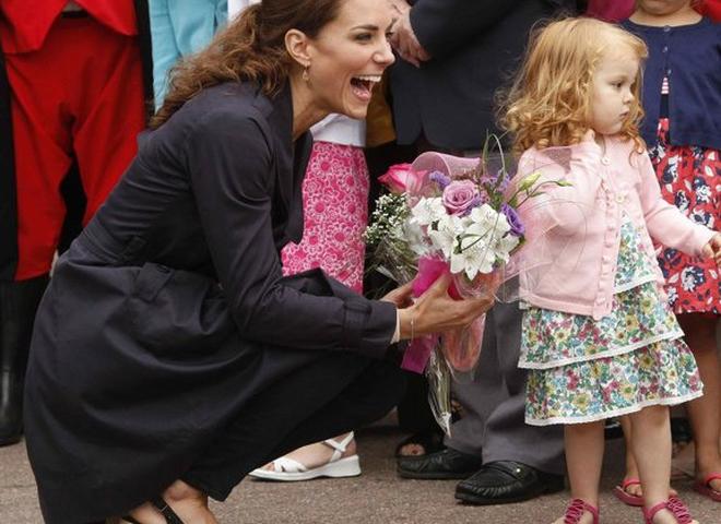 Королева Єлизавета заборонила Кейт Міддлтон носити взуття на платформі