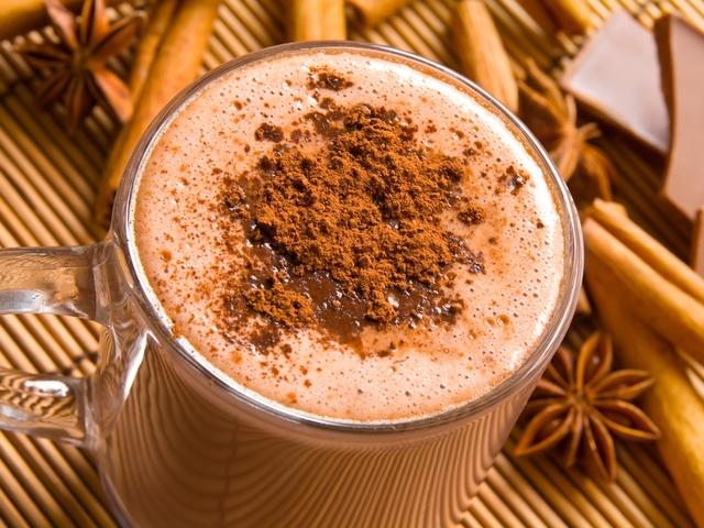 Насладись горячим шоколадом.