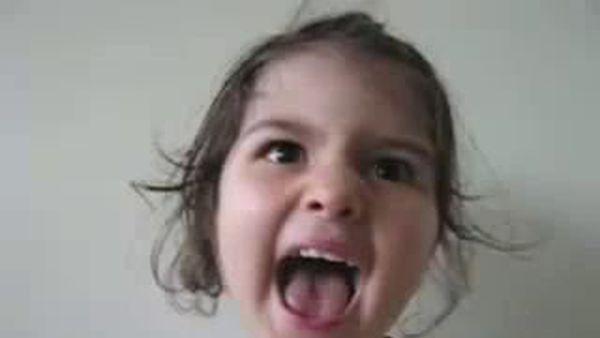 Забавный битбокс маленькой девочки. смотреть онлайн приколы.