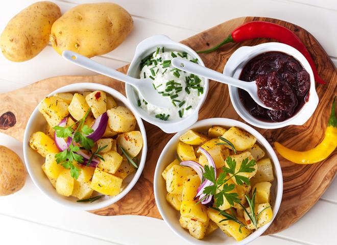 Молода картопля в мультиварці з вишневим чатні