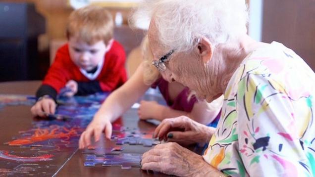 Все гениально и просто: детский сад и дом престарелых в одном флаконе