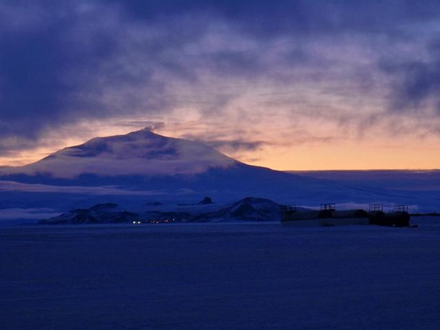 Горячая Антарктида: ледники и вулкан Эребус
