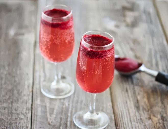 Відзначаємо день народження шампанського