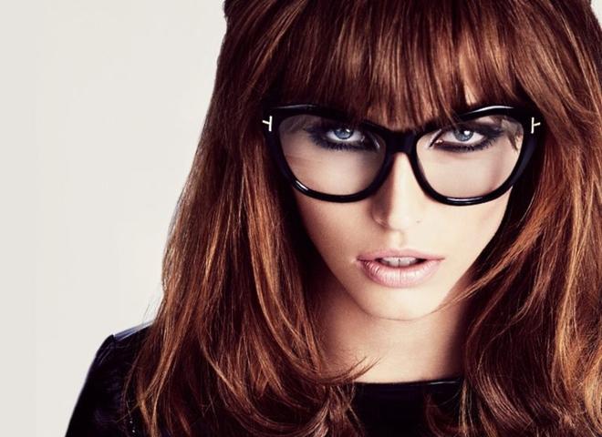 Помилки макіяжу, яких слід уникати, якщо ти носиш окуляри