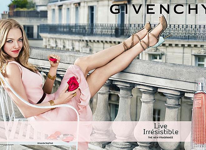 Про Париж з іронією: Аманда Сейфрід у рекламі нового парфуму Givenchy (відео)