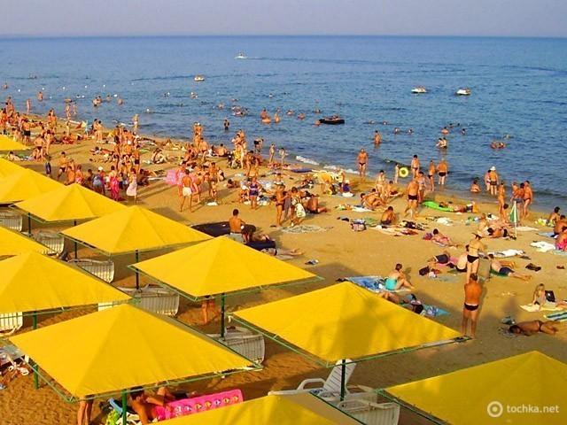 Золотой пляж в Феодосии
