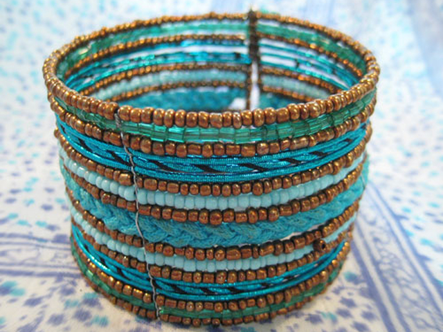 Купить браслет плетёный из бисера.