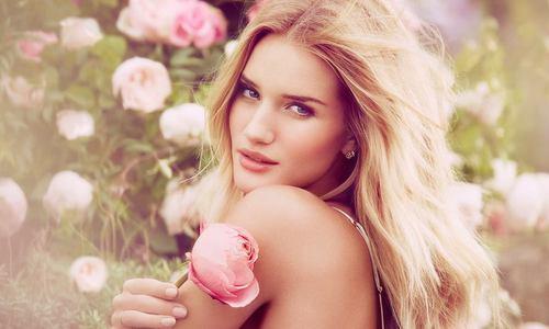 Презентация нового парфюма Рози Хантингтон-Уайтли для Marks&Spencer