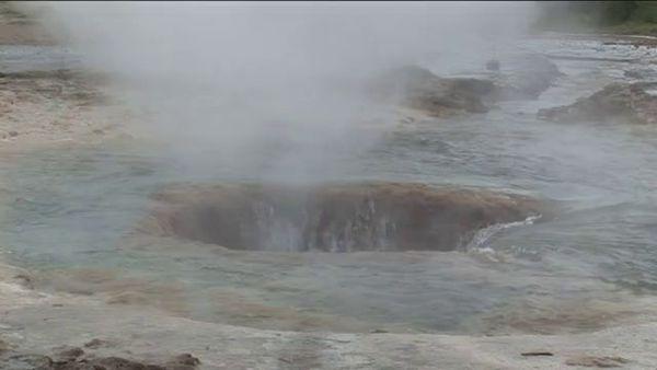 Гейзеры Исландии: горячие фонтаны высотой 50 метров (фото, видео)