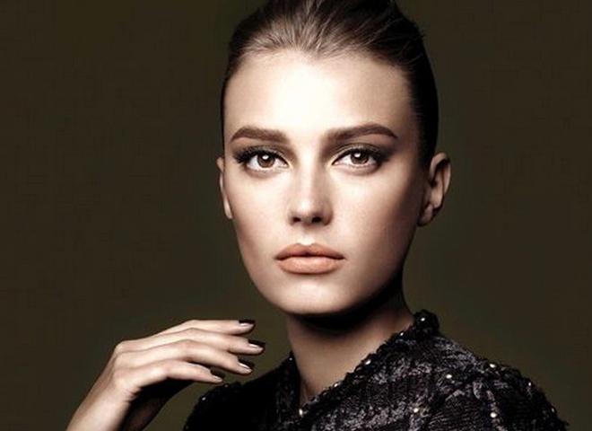 Відео-урок від Chanel: осінні smoky yes в коричнево-бежевій гамі