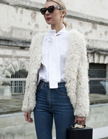 15 стильных способов носить белую рубашку