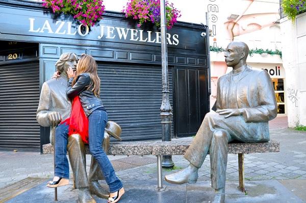 8 необычных фото со статуями