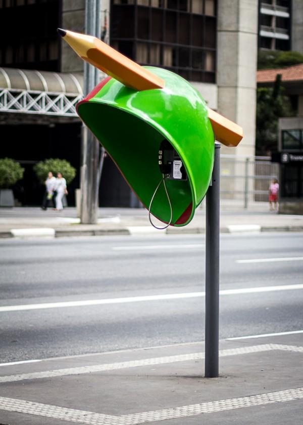 Самые креативные телефонные будки