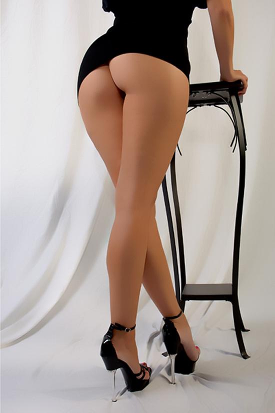 Женские голые ножки