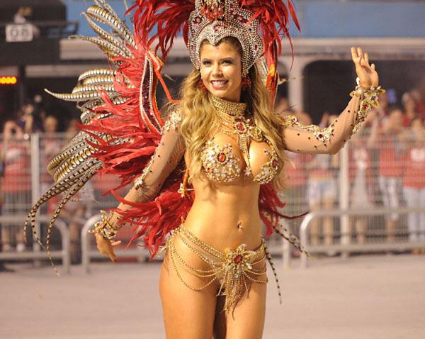 karnaval-v-brazilii-devushki
